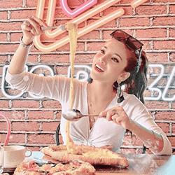 US Pizza Malaysia Fans Arviena