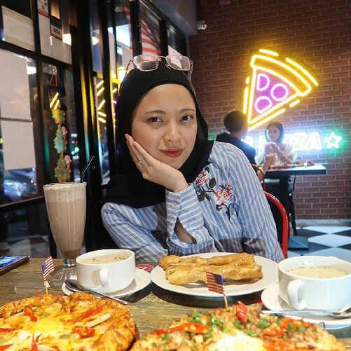 US Pizza Malaysia About Fans Min Wahida