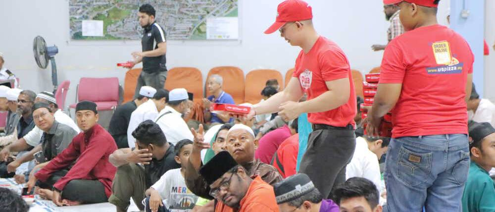 US Pizza Malaysia CSR Masjid Negeri Penang Distribute Iftar