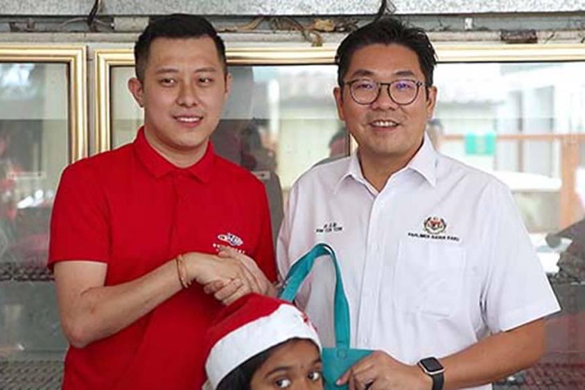 Us Pizza Malaysia CSR Christmas Contribution Tanjung Tokong Penang Team